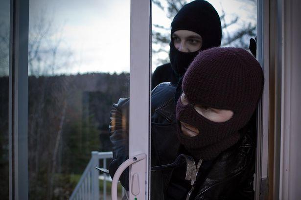 Trộm vào nhà lúc chủ nhà đi vắng thiết bị báo trộm không dây qua điện thoại
