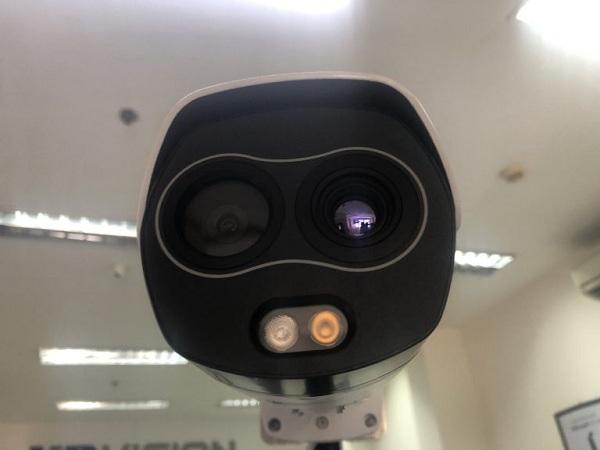 Camera cảm biến thân nhiệt KBVISION với thiết kế 2 ống kính