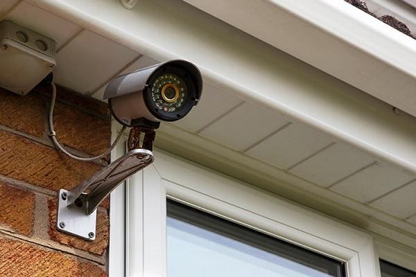 Lắp đặt camera quan sát gia đình ở cửa chính